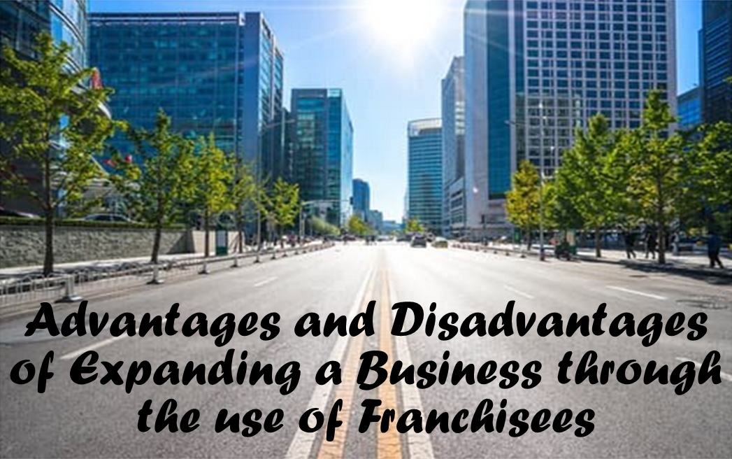 Advantages and Disadvantages of Expanding a Business Through Franchisees